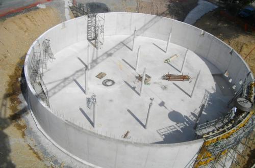 Construction de la bâche d'eau traitée de 1500 m3 – Coulage des voiles en cours 13/07/2018
